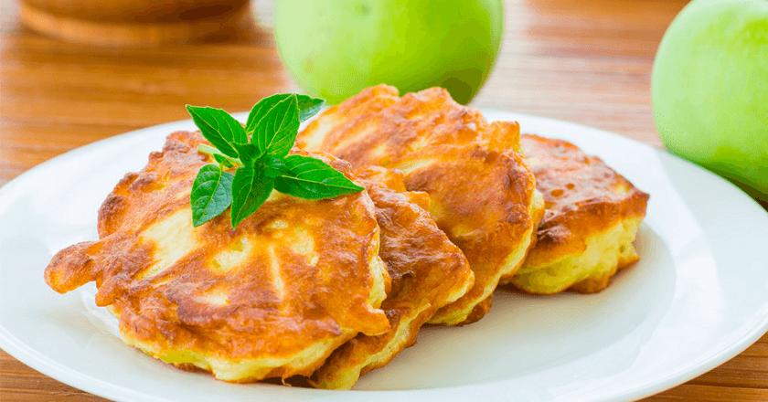 Рецепт яблучних оладок!